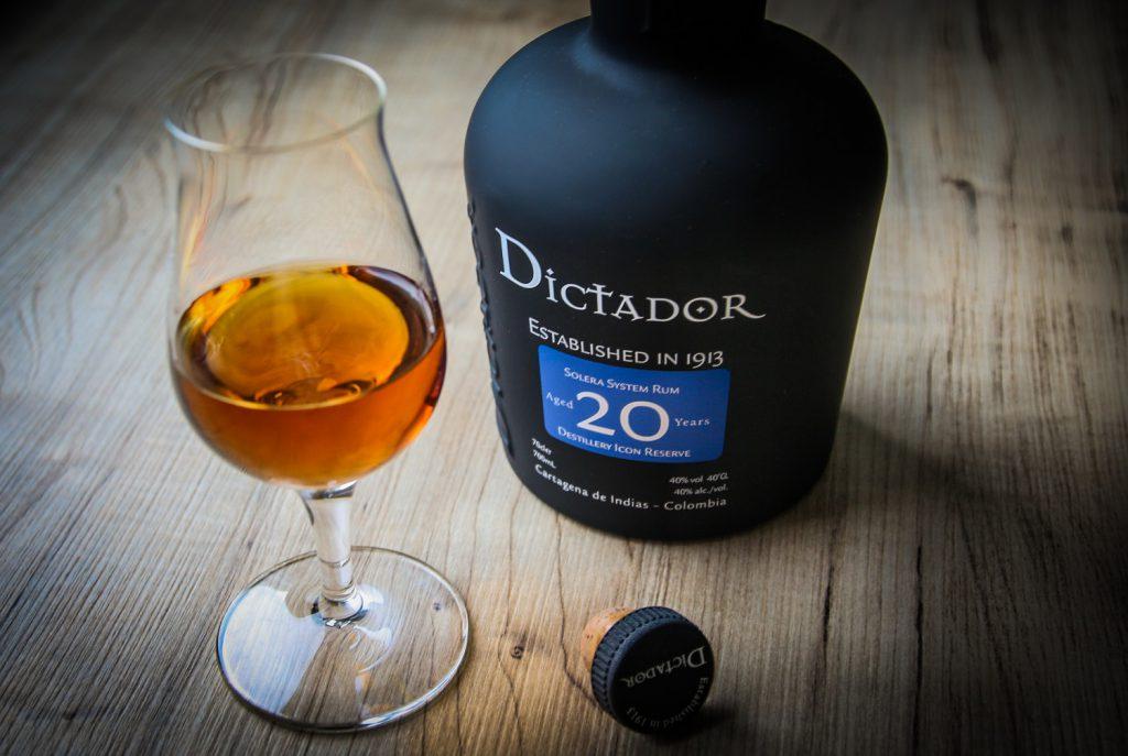 Dictador - 20 Solera Rum im Glas